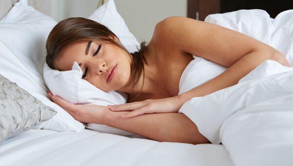 Красивая спящая девушка - Sputnik Абхазия