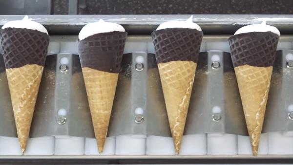 Кому мороженое? Смотрите на видео, как создается любимое летнее лакомство - Sputnik Абхазия