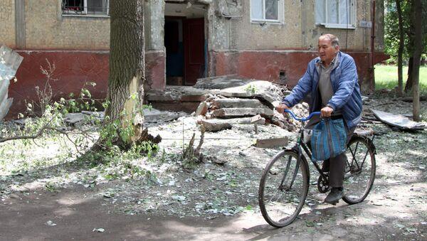 Последствия обстрелов населенных пунктов в Донбассе украинскими силовиками - Sputnik Абхазия