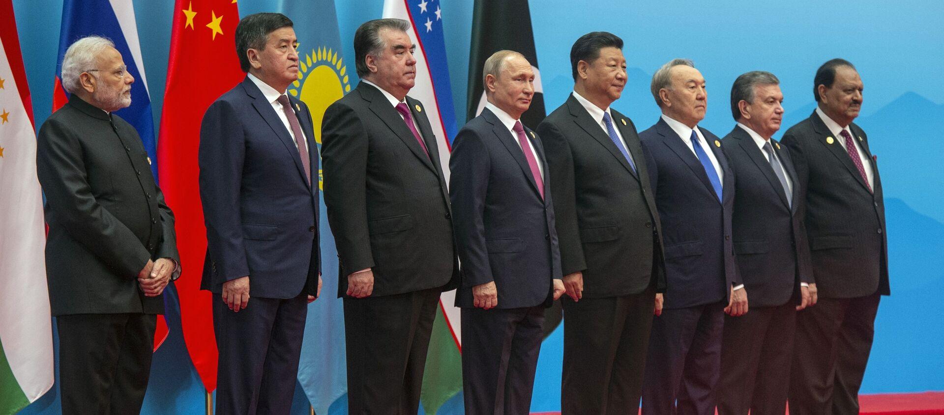 Президент РФ В. Путин на саммите ШОС в Китае. День второй - Sputnik Абхазия, 1920, 13.06.2019