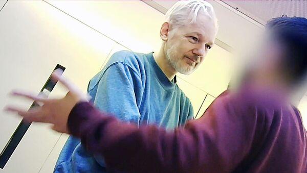 Дж. Ассанж в тюрьме Белмарш в Лондоне - Sputnik Абхазия