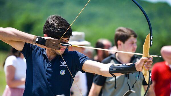 Соревнования по стрельбе из лука, которые проходили в рамках XV спартакиады среди школьников - Sputnik Абхазия