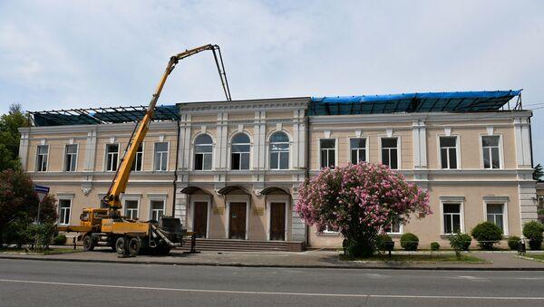 Восстановление кровли второй школы после пожара, 17 июня 2019 - Sputnik Аҧсны