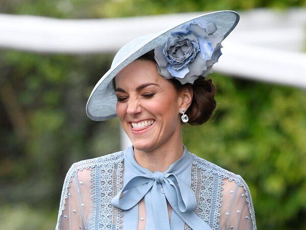 Герцогиня Кэмбриджская Кэтрин на королевских скачках Royal Ascot - Sputnik Абхазия