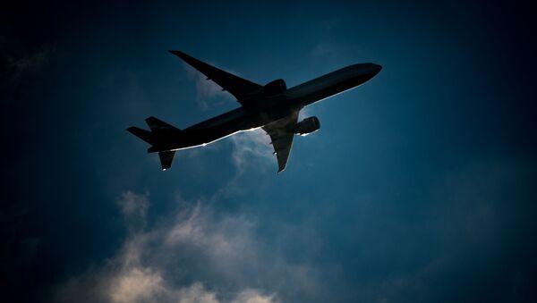 Пассажирский самолет в небе - Sputnik Абхазия