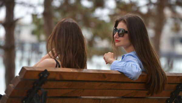 Девушки на набережной - Sputnik Абхазия