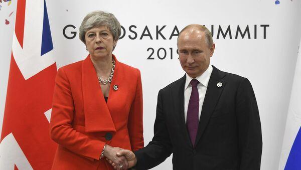 Президент РФ Владимир Путин и премьер-министр Великобритании Тереза Мэй во время встречи на полях саммита Группы двадцати в Осаке,28 июня 2019.  - Sputnik Абхазия