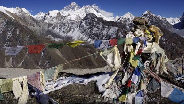 Высокогорная свалка: как в Непале пытаются спасти Эверест от мусора - Sputnik Абхазия