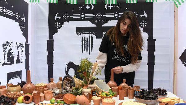 Девушка на абхазском фестивале Апсны в парке Красная Пресня в Москве. - Sputnik Абхазия