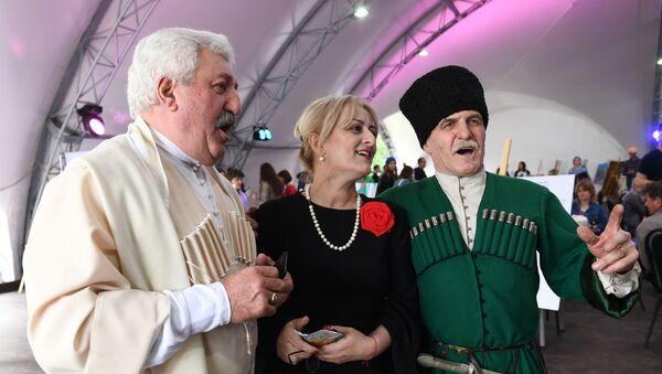 Участники абхазского фестиваля Апсны в парке Красная Пресня в Москве. - Sputnik Аҧсны