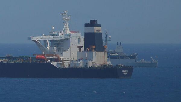 Патрульное судно Британского Королевского флота  в водах территории Гибралтар, 4 июля 2019 года - Sputnik Абхазия