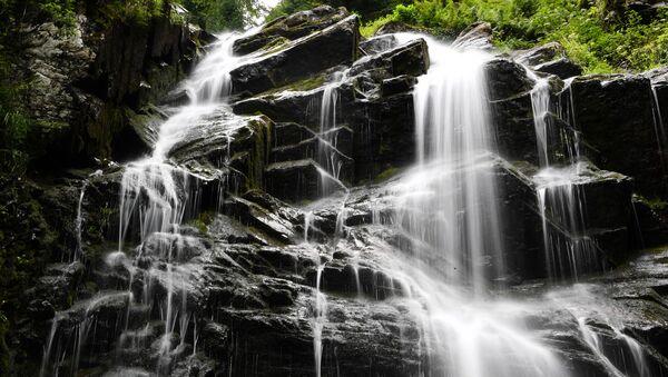 Природный Парк водопадов Менделиха на горном курорте Роза хутор в Красной поляне. - Sputnik Абхазия