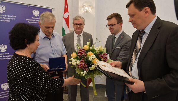 Пять семей из Абхазии были награждены памятными медалями в День семьи - Sputnik Абхазия