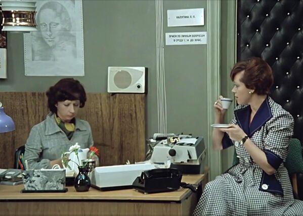 Кадр из фильма Служебный роман - Sputnik Абхазия