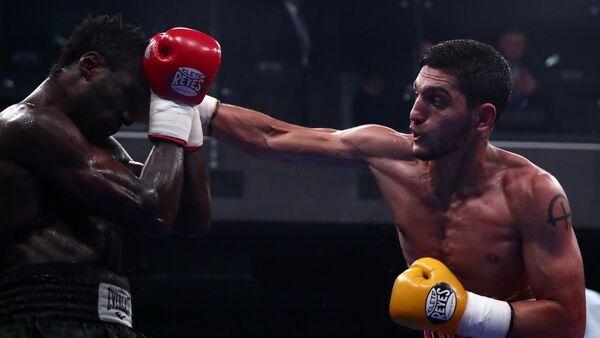 Рейтинговый бой абхазского боксера Игоря Адлейба с камерунцем Герин Сох Фонку  - Sputnik Абхазия