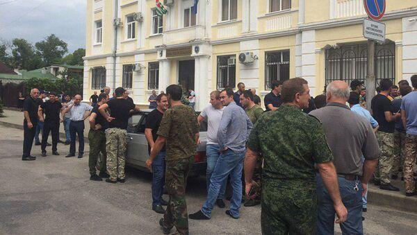Акция у прокуратуры в поддержку задержанных коллег  - Sputnik Абхазия