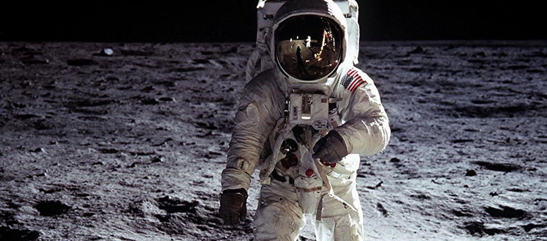 Эдвин Олдрин на поверхности Луны - Sputnik Абхазия, 1920, 20.07.2019
