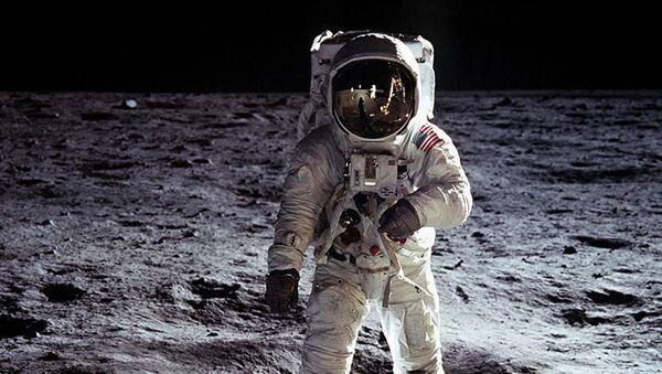 Эдвин Олдрин на поверхности Луны - Sputnik Абхазия