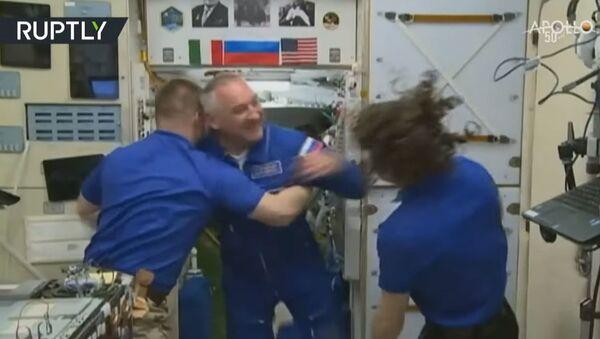 Экипаж корабля Союз МС-13 перешёл на борт МКС — видео - Sputnik Абхазия