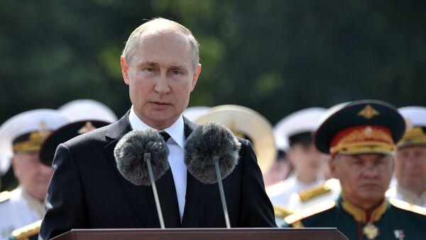 Президент РФ В. Путин принял участие в праздновании Дня ВМФ РФ в Санкт-Петербурге - Sputnik Абхазия
