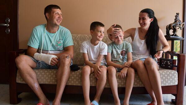 Семья Федоровых из Краснодарского края, которая попала в ДТП 23 июля в районе Верхней Эшеры - Sputnik Абхазия