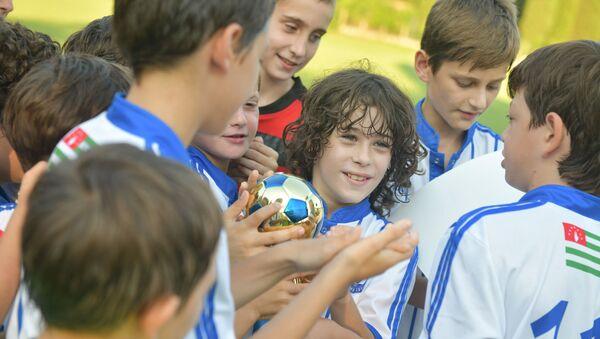 Международный турнир по футболу памяти кавалера ордена «Леона» Гиви Смыр - Sputnik Абхазия