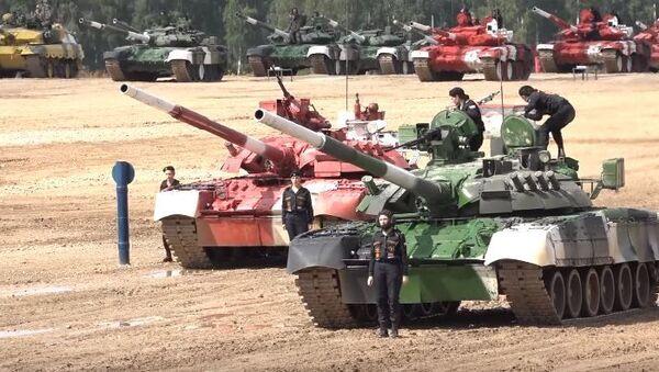 Девушки-танкистки показали класс на подмосковном Алабино - Sputnik Абхазия