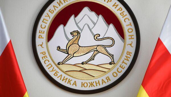 Герб Республики Южная Осетия в здании посольства Республики  - Sputnik Абхазия