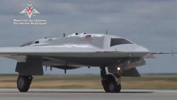 Первый полет новейшего беспилотного летательного аппарата Охотник - Sputnik Абхазия