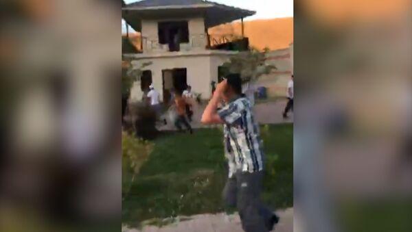 Первые кадры штурма дома Атамбаева - Sputnik Абхазия