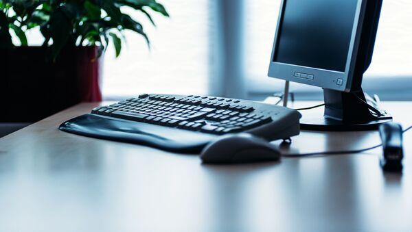 Компьютер на рабочем столе - Sputnik Аҧсны