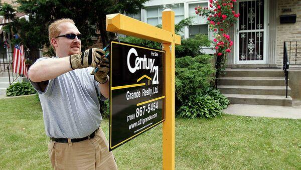 Вывеска агентства нежвижимости перед домом в Чикаго - Sputnik Абхазия