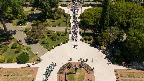Церемония возложения в Парке Славы - Sputnik Абхазия