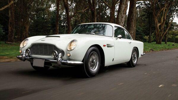 Автомобиль Джеймса Бонда Aston Martin DB5 1965 года - Sputnik Абхазия