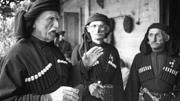 Долгожители из абхазского села Джерда (слева направо): Теба Шармат (115 лет), Нестор Ашуба(95 лет), Шларба Астана (110 лет) - Sputnik Аҧсны