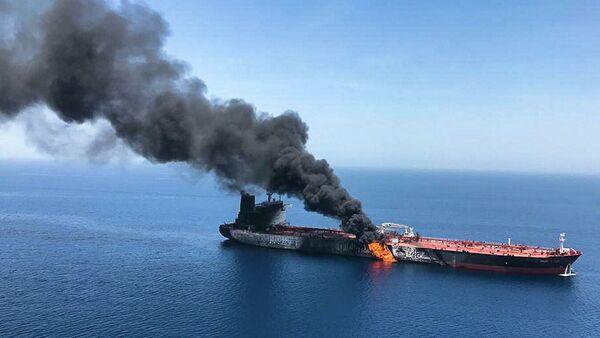 Горящий танкер в Оманском заливе - Sputnik Абхазия