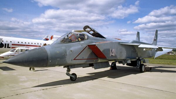 Сверхзвуковой многоцелевой истребитель-перехватчик вертикального взлета и посадки Як-141 - Sputnik Абхазия