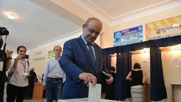 Олег Аршба принял участие в голосовании - Sputnik Абхазия