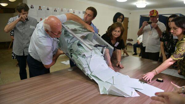 Подсчет избирательных бюллетеней на выборах президента - Sputnik Аҧсны