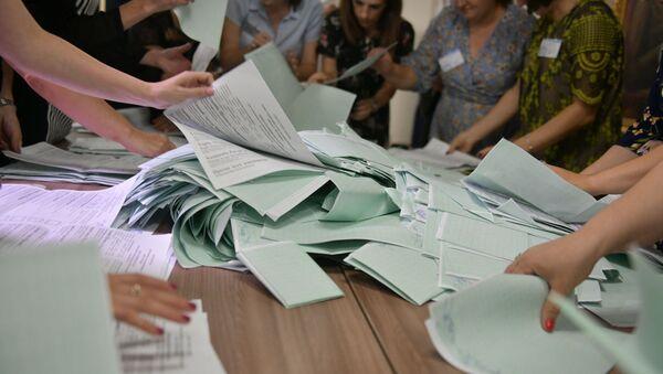 Подсчет избирательных бюллетеней на выборах президента Абхазии - Sputnik Абхазия