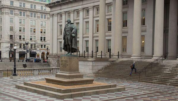 Памятник Альберту Галлатину у министерства финансов в Вашингтоне. - Sputnik Абхазия