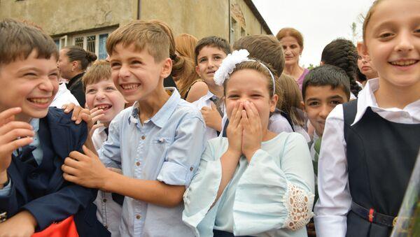 Первый звонок в школах города Гал - Sputnik Абхазия