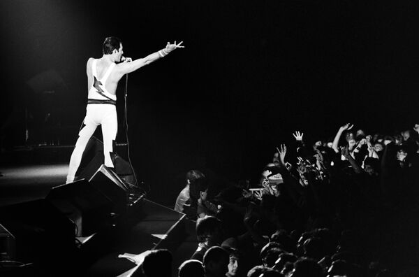Фредди Меркьюри во время концерта, 1984 год - Sputnik Абхазия