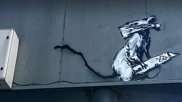 Граффити крысы в маске британского уличного художника Бэнкси в Париже - Sputnik Абхазия