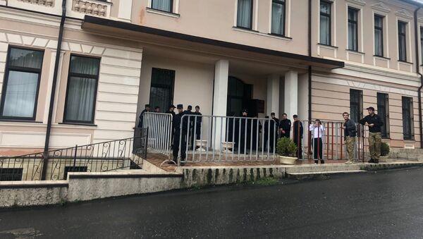 Здание Верховного суда Абхазии перед началом заседания, 17 сентября 2019 - Sputnik Аҧсны