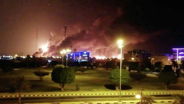 Пожар на нефтеперабатывающем заводе Aramco в Саудовской Аравии. 14 сентября 2019 года - Sputnik Абхазия