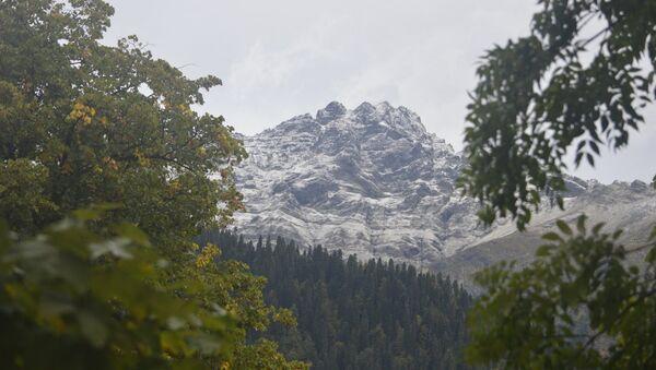 Первый снег на озере Рица - Sputnik Абхазия
