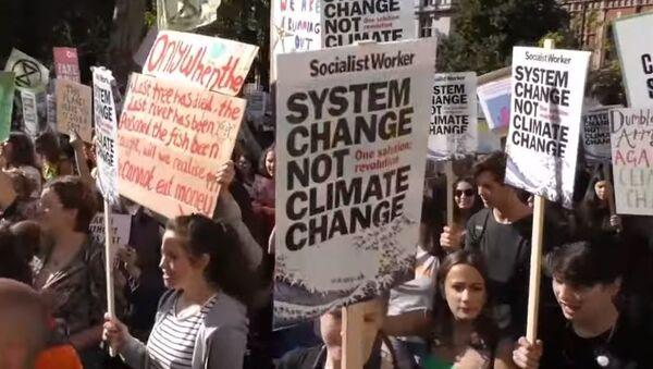 От Европы до Австралии: сотни тысяч активистов вышли на глобальную климатическую забастовку - Sputnik Абхазия