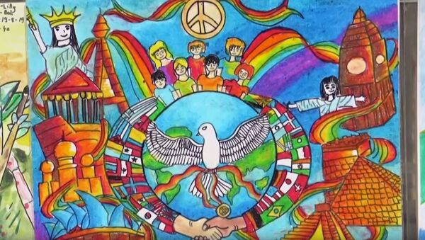 У Колизея проходит приуроченная к Международному дню мира выставка детских рисунков - Sputnik Абхазия