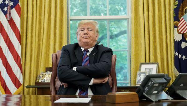 Президент США Дональд Трамп в Овальном кабинете Белого дома в Вашингтоне - Sputnik Абхазия